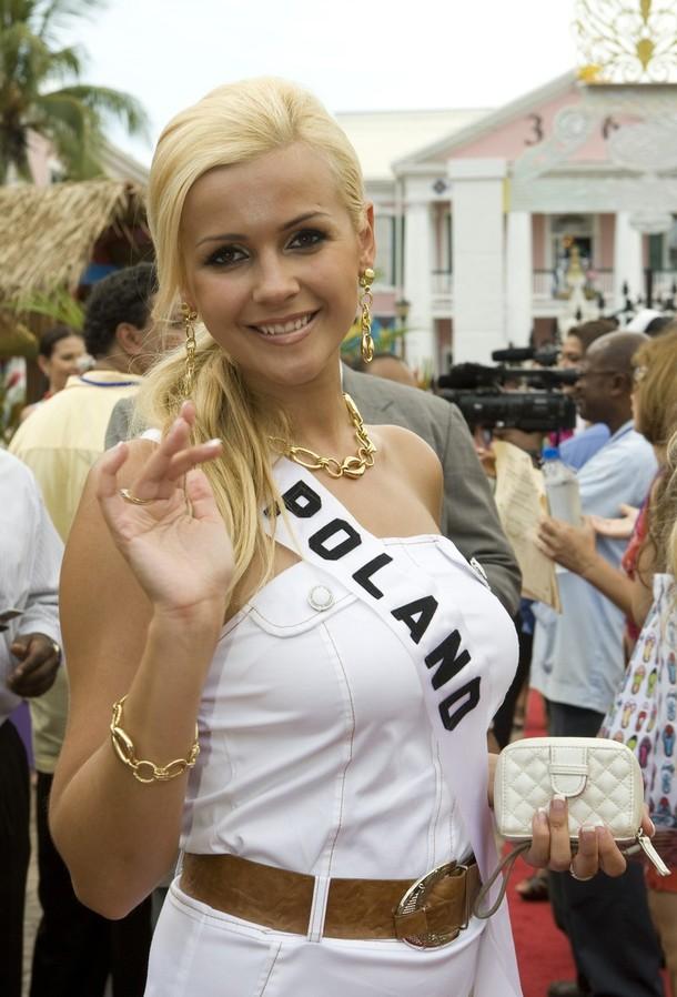 miss-poland-2009-angelika-jakubowska-17.